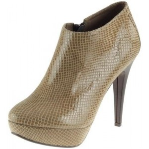 Zmyselné dámske kožené topánky s vysokým podpätkom béžovej farby