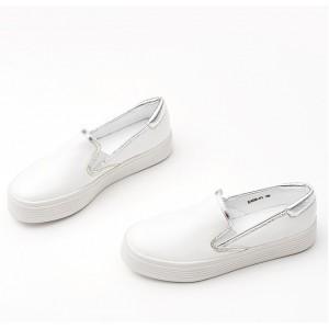 Biele dámske tenisky ku každému typu oblečenia