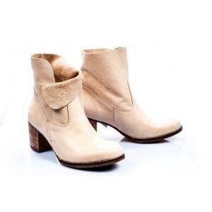 Dámske kožené topánky krémovej farby