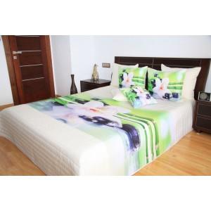 Biely prehoz na posteľ so vzorom kvetov
