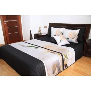 Elegantný prehoz na posteľ s bielou ružou