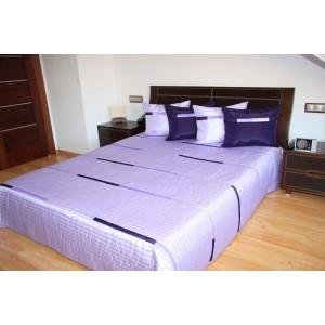 Svetlo fialový prehoz na posteľ s pruhmi