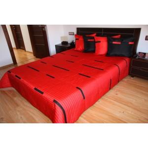 Červený prehoz na manželské postele