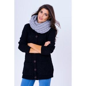 Úpletový dámsky sveter čiernej farby