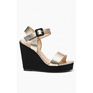 Trendy zlaté dámske sandále na platforme