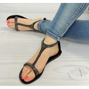 Trendy dámske sandále čiernej farby s korálkami