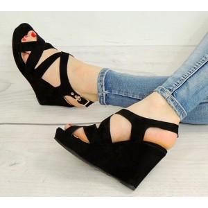 Trendy čierne sandále na platforme