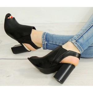 Elegantné čierne sandále pre ženy s otvorenou špičkou