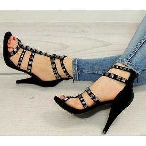 Letné čierne sandále pre ženy so štýlovými šperkami na ramienkach