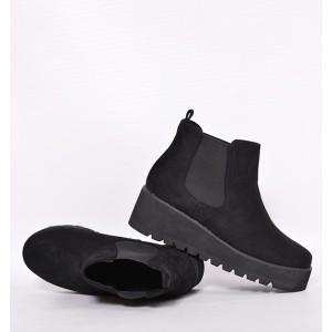 Dámske topánky čiernej farby s hrubou podrážkou