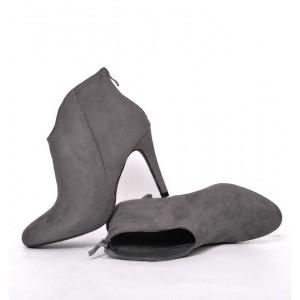 Topánky sivej farby s ihlicovým podpätkom