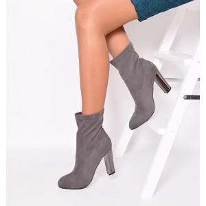 Teplé dámske členkové topánky sivej farby s podpätkom