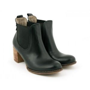 Dámska kožená členková obuv na podpätku v čiernej farbe