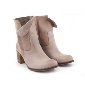 Dámska kožená obuv v krémovej farbe na podpätku