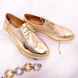 Lesklé dámske poltopánky v zlatej farbe