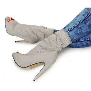 Dámske semišové topánky sivej farby s otvorenou špičkou na vysokom opätku