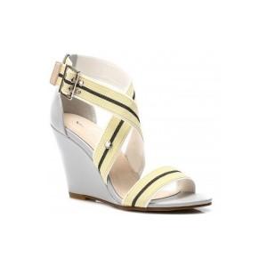 Pohodlné dámske sandále žltej farby