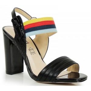Čierne dámske sandále na podpätku s farebným remienkom