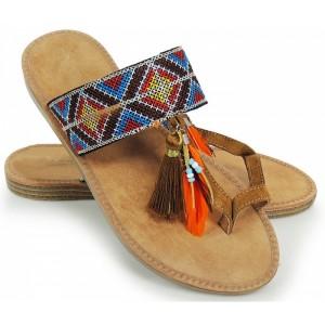 Dámske sandále so strapcami a pierkami hnedej farby