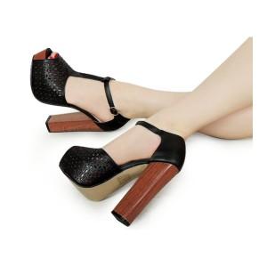 Čierne dámske sandále s hrubým podpätkom