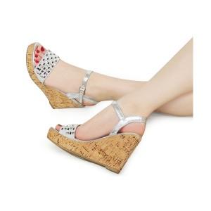 Strieborné dámske sandále na platforme