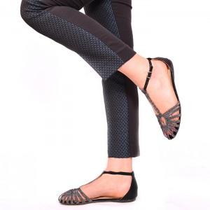 Dámske sandále čiernej farby s remienkami