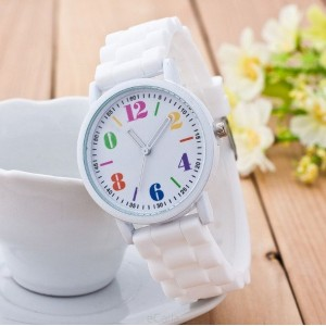 Biele silikónové dámske hodinky s farebným číselníkom