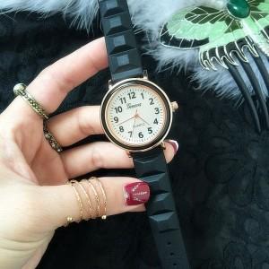 Štýlové dámske silikónové hodinky čiernej farby