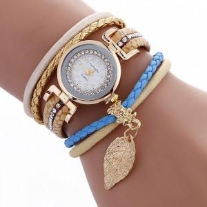 Vintage náramkové hodinky béžovej farby
