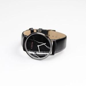 Čierne dámske hodinky so vzorom na ciferníku