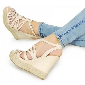 Béžové dámske sandále na platforme