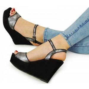 Letndé dámske sandále na platforme čiernej farby