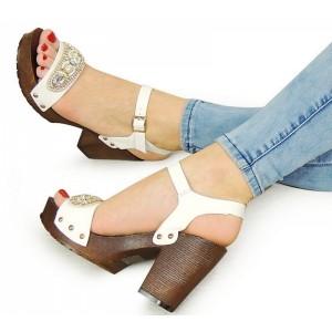 Letné biele dámske sandále na hrubom podpätku