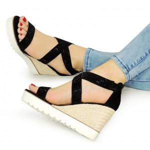Dámske sandále na platforme čiernej farbe