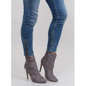 Sivé dámske semišové topánky na vysokom opätku
