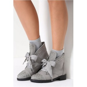 Sivé dámske topánky s kamienkami na špičke