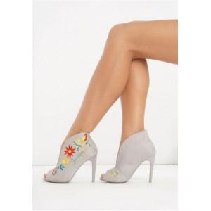 Sivé dámske topánky na vysokom podpätku