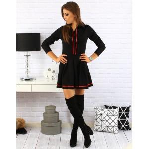 Dámske krátke šaty s dlhým rukávom v čiernej farbe s červeným lemovaním a zapínaním na gombíky