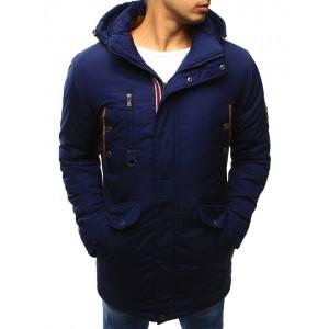 Elegantná modrá pánska zimná predlžená bunda s červeným lemovaním okolo zipsu a kapucňou