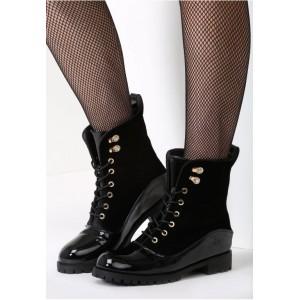 Moderné dámske topánky na zimu so šnúrovaním čiernej farby