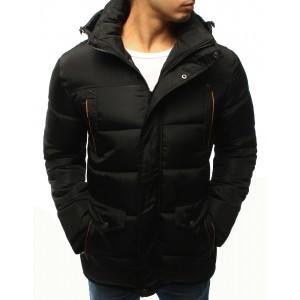 Pánska predlžená bunda na zimu v čiernej farbe s kapucňou a oranžovým lemovaním