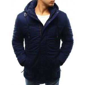 Predlžená pánska bunda na zimu s kapucňou a sťahovaním na páse v modrej farbe