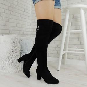 Vysoké dámske čierne čižmy na vysokom podpätku so striebornými zipsami pod kolenom