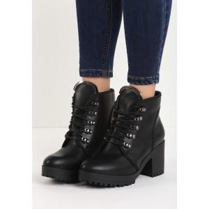 Zateplené čierne dámske členkové topánky s viazaním na hrubom podpätku