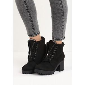 Zateplené dámske členkové topánky čiernej farby na hrubom podpätku