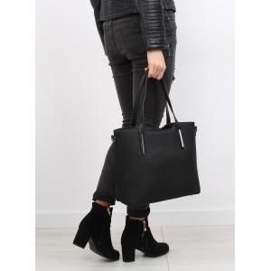 Čierne damske kabelky na rameno s kovovými aplikáciami a nastavitelnym ramienkom