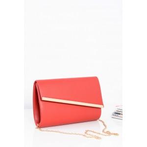 Červené dámske večerné kabelky so zlatým zapínaním a retiazkou