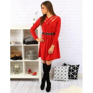Moderné červené dámske šaty po kolená s čiernym opaskom a dlhým rukávom