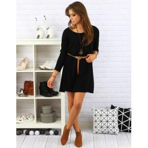 Pohodlné čierne dámske šaty nad kolená s dlhými rukávmi a opaskom