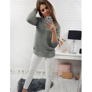 Jednoduchý dámsky pletený pulóver v sivej farbe s trojštvrťovými rukávmi